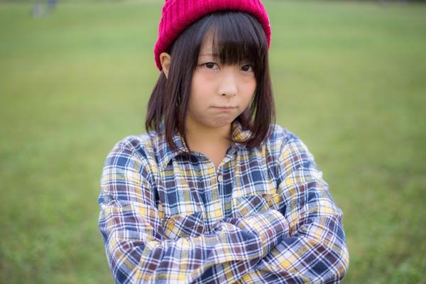 怒っている女子高生