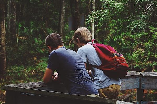 友達とハイキング