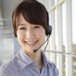 ヘッドセットをしている日本人女性
