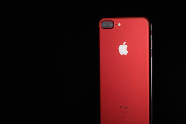 真っ赤なスマートフォン