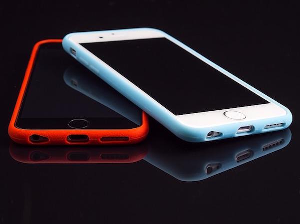 2台のスマートフォン