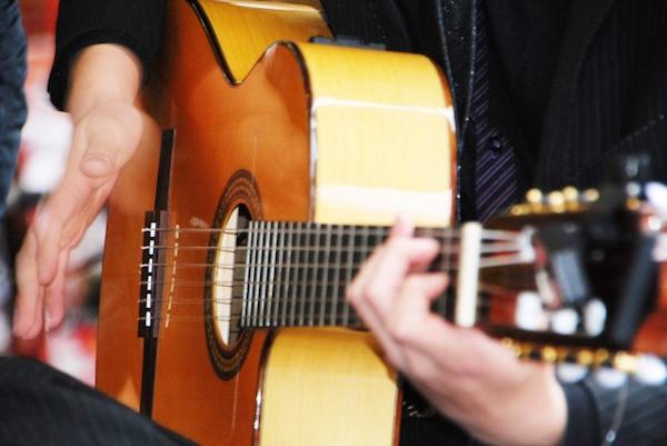 ギター 演奏中